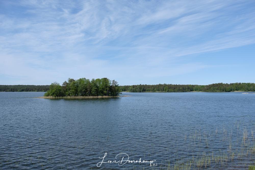 aan een meer